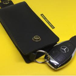 Кожаная ключница ручной работы,для квартирных и авто ключей черного цвета.
